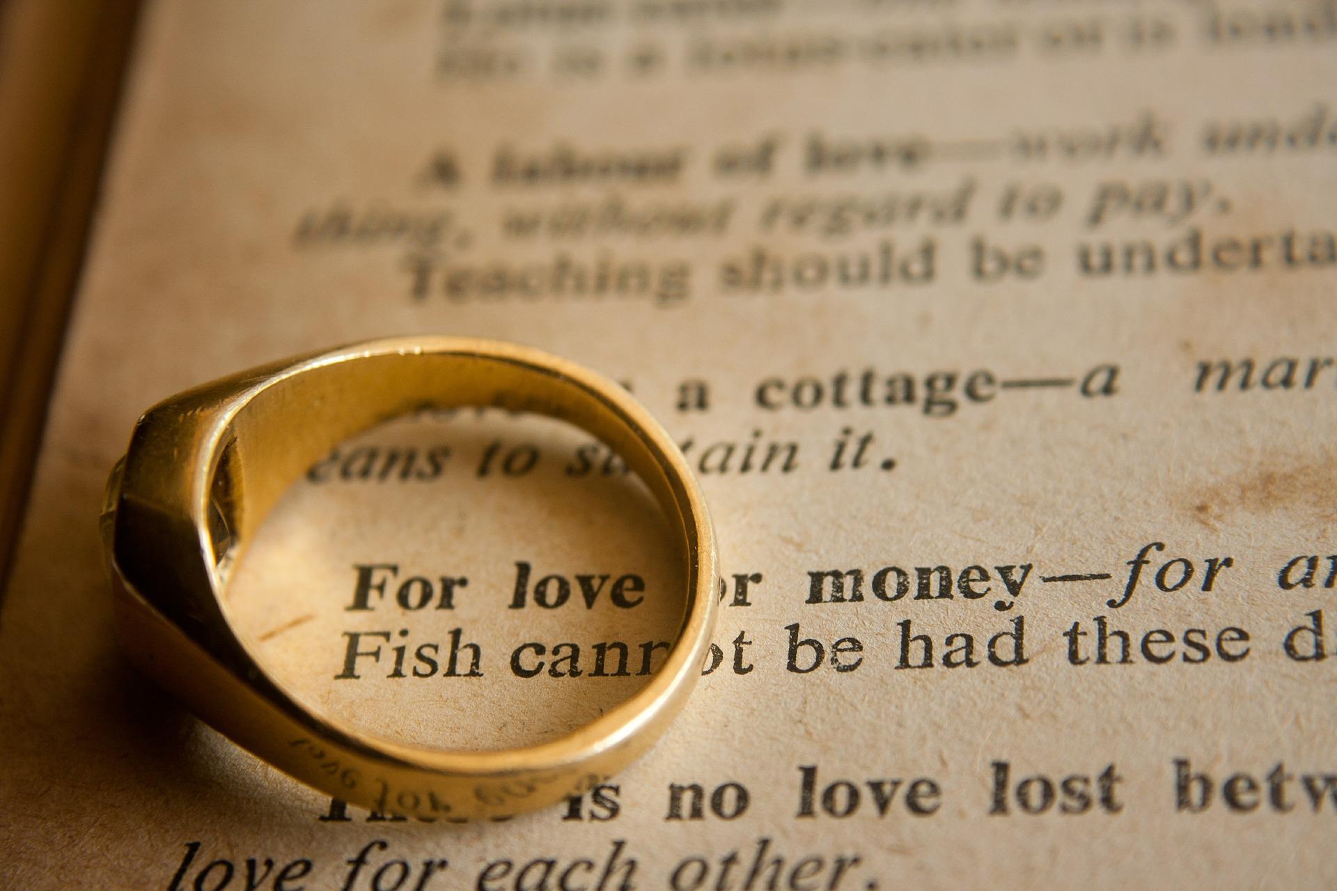 愛とお金、どっちが大事か