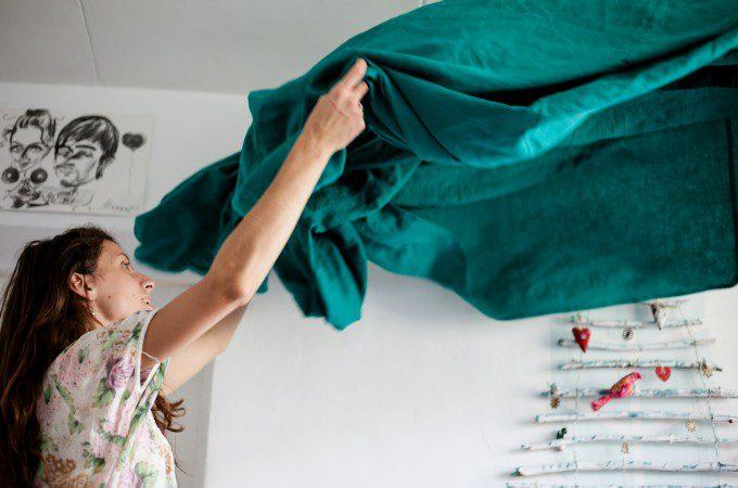 断捨離の効果「生活・行動」家事をする女性