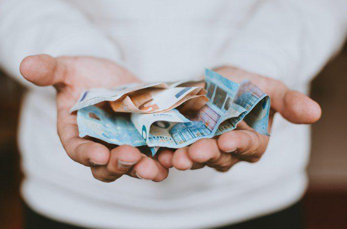 断捨離の効果「節約」お金を持つ手