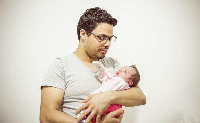 子育てを義務とは捉えず自発的に楽しむ男性