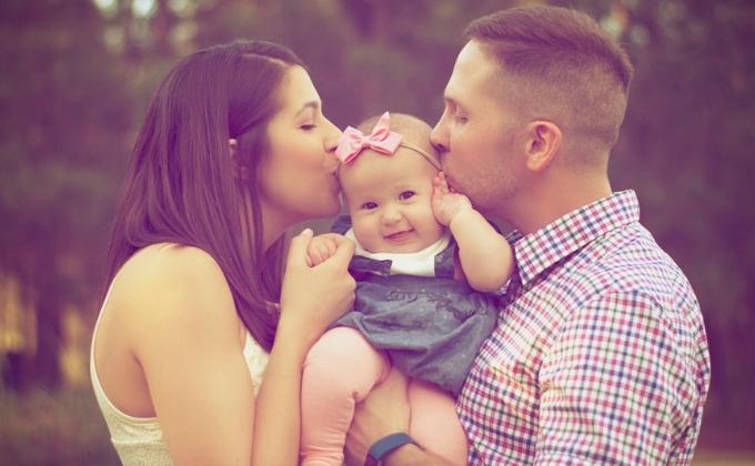 父性と母性で子育てをする夫婦